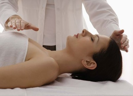 Reiki,terapias alternativas, flotación, haloterapia, relajación, meditación, yoga, problemas respiratorios, estrés, relajacion, dolores musculares.